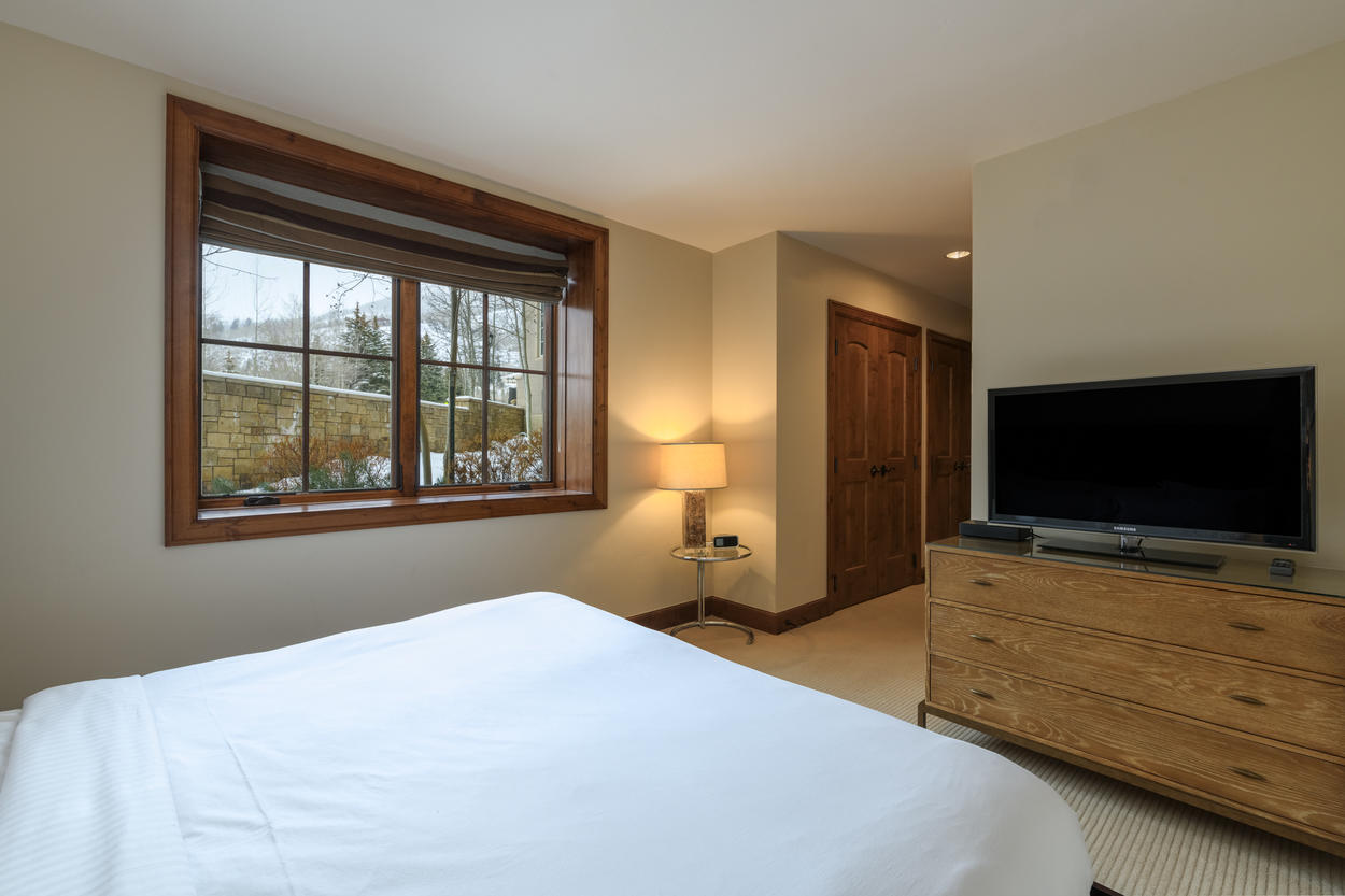 The Junior Master also has its own LED flat screen TV and private ensuite bathroom.