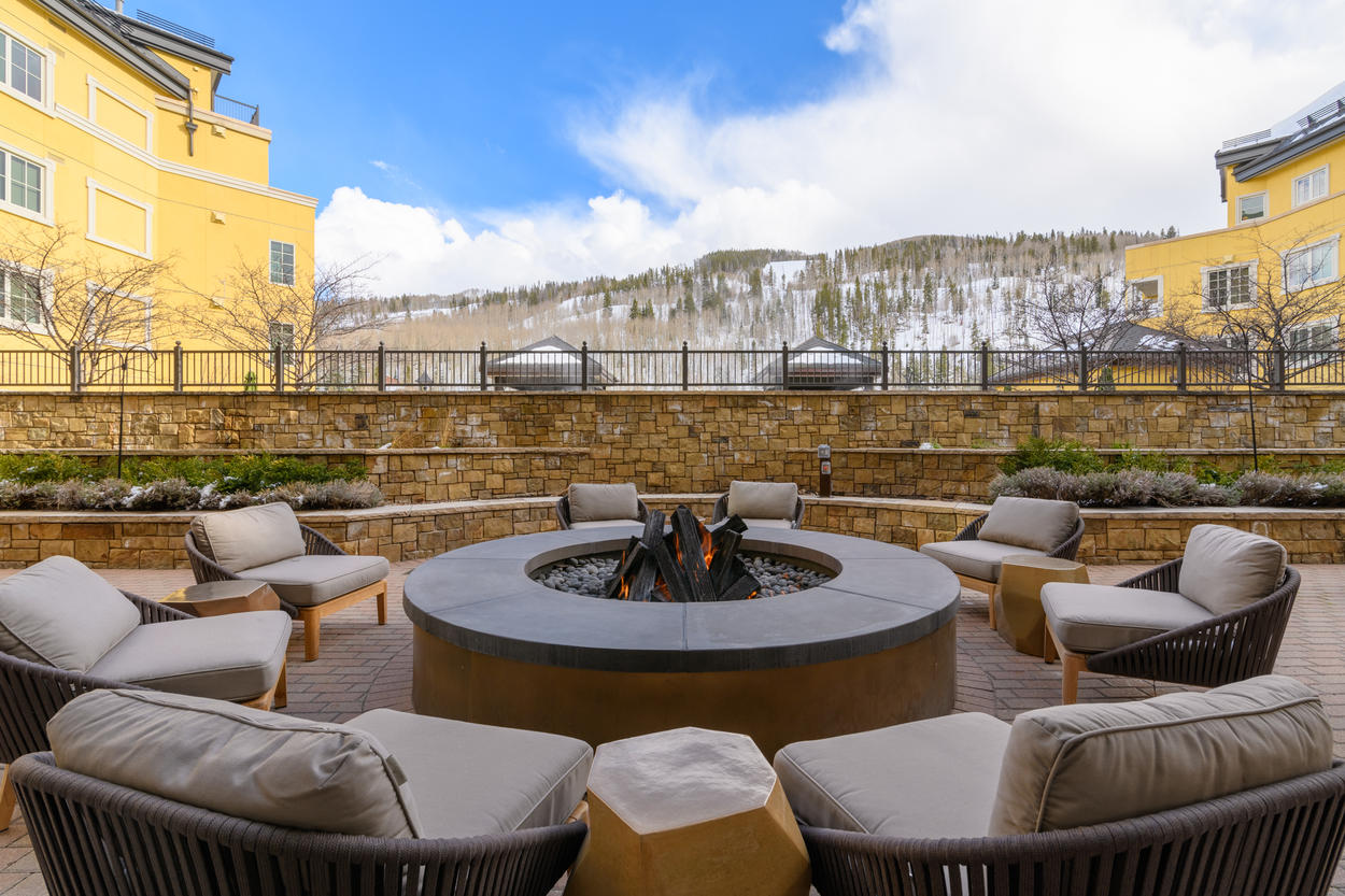 Enjoy access to several community fire pits, and don't miss free s'mores on Wednesdays.