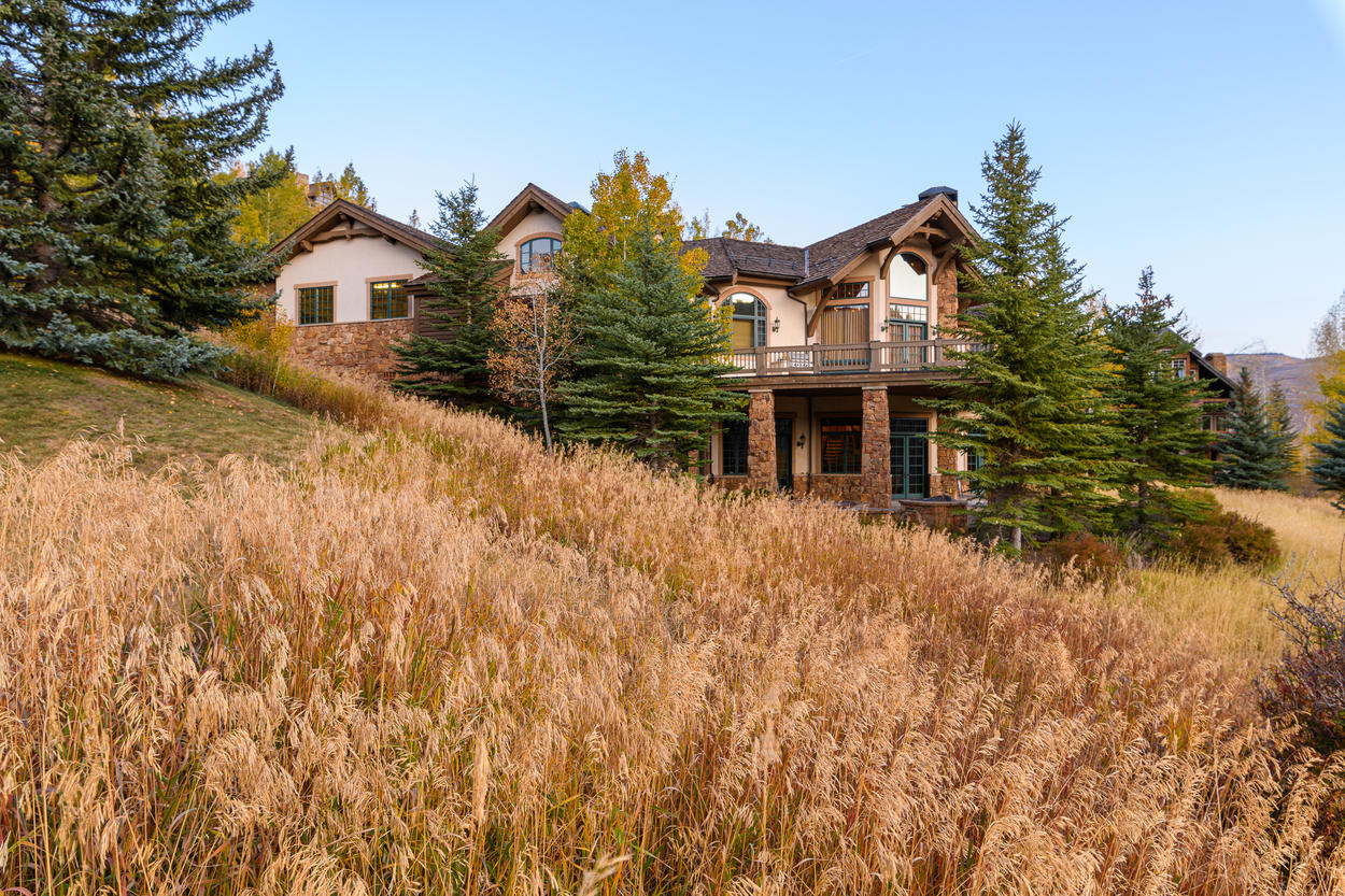Large windows line the home, letting in the beautiful sights of Beaver Creek.