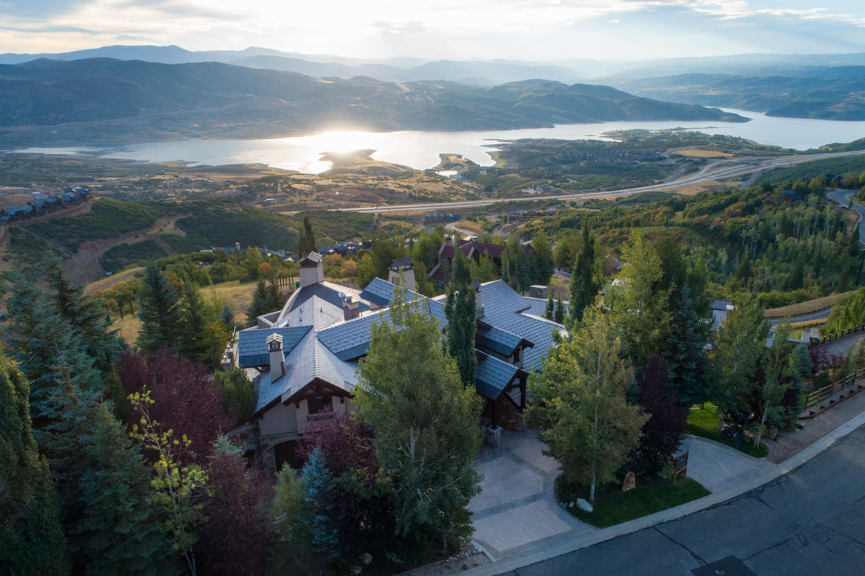 Set right along the Jordanelle run and overlooking the valley below, Casi Cielo is the ultimate Deer Valley vacation home