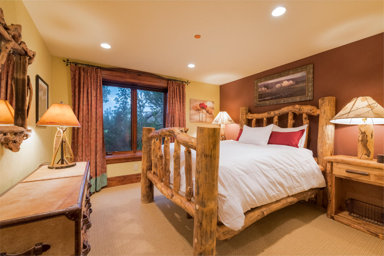 On the lowest level, yet another master suite offers another comfy queen bed and ensuite