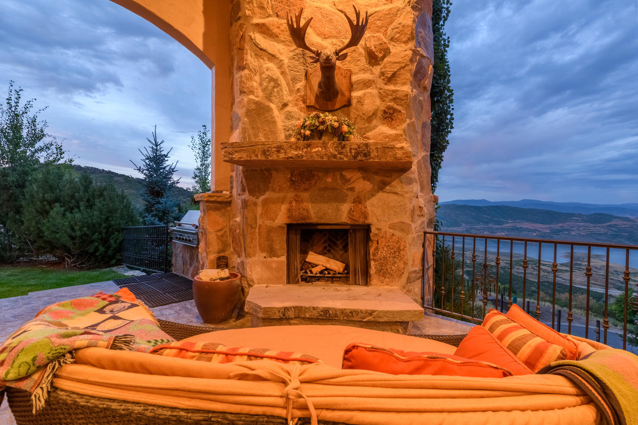 Make the most of gorgeous Park City summer nights with the gas fireplace and grill on the main-level patio