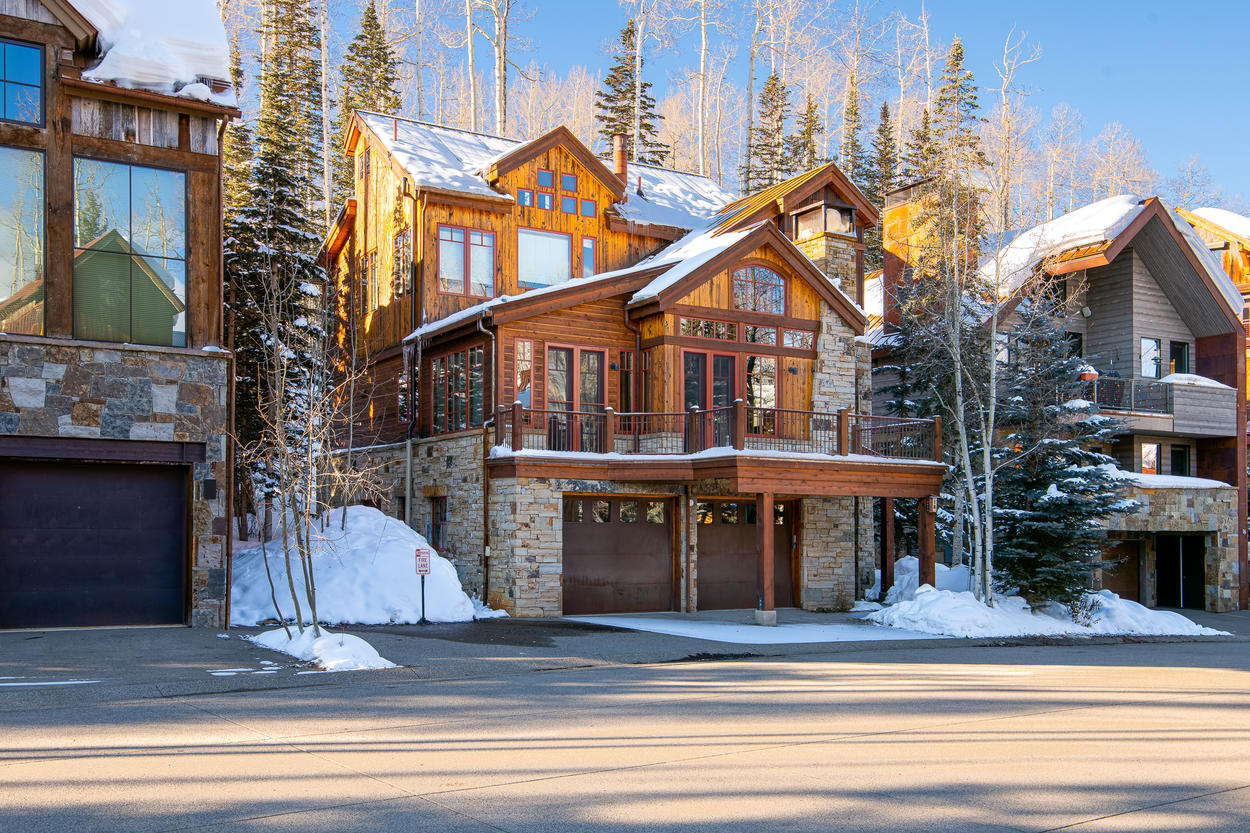 Double Cabin, which is a beginner/green run, is located an easy 30 yard walk away from the front of the home.