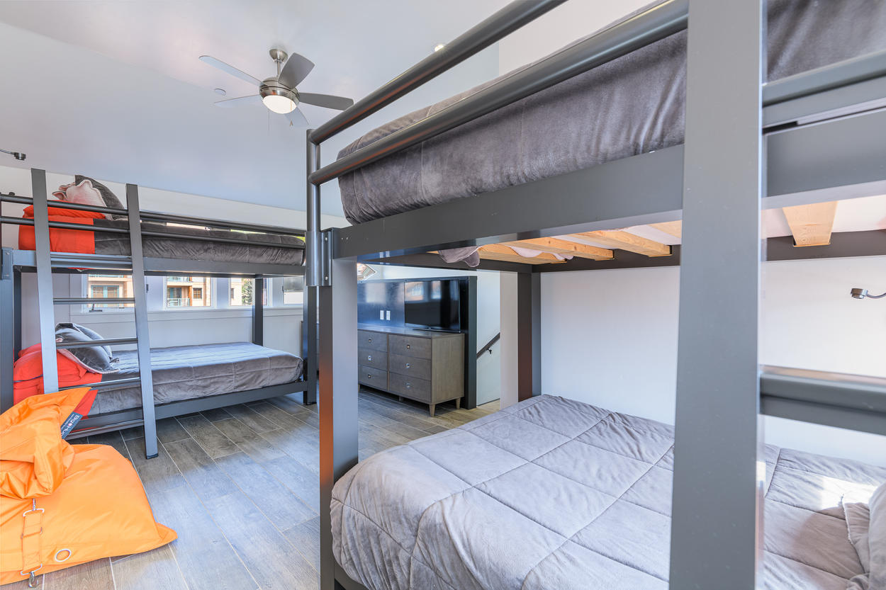 The bunk room can sleep 4 guests in 2 bunk set ups.