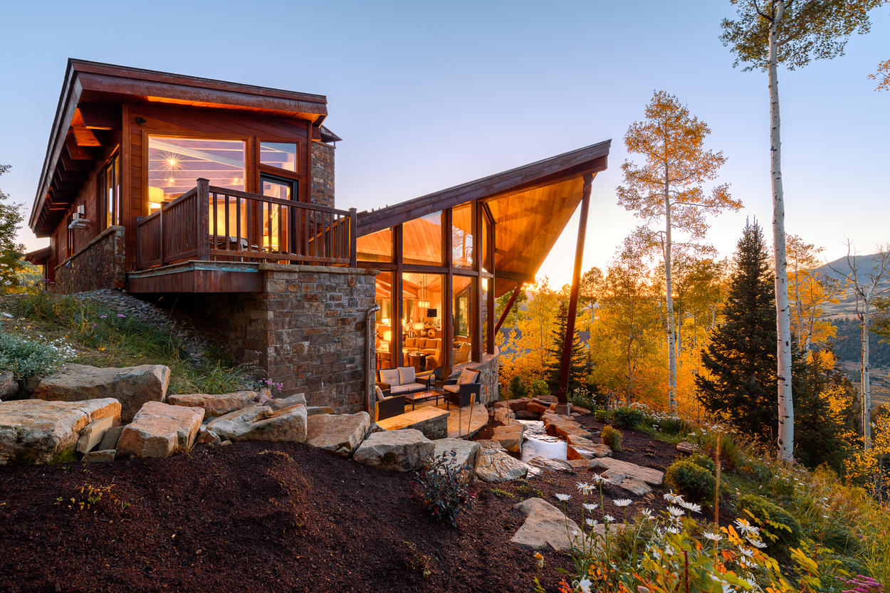 The single stave architecture and 2-story wall of windows provides unobstructed views of the entire valley.