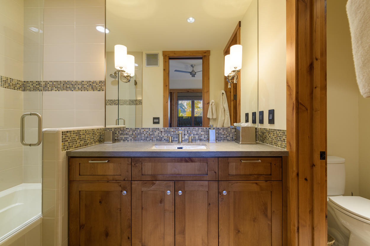 The King Room ensuite has a single sink and a glass shower/tub combination.