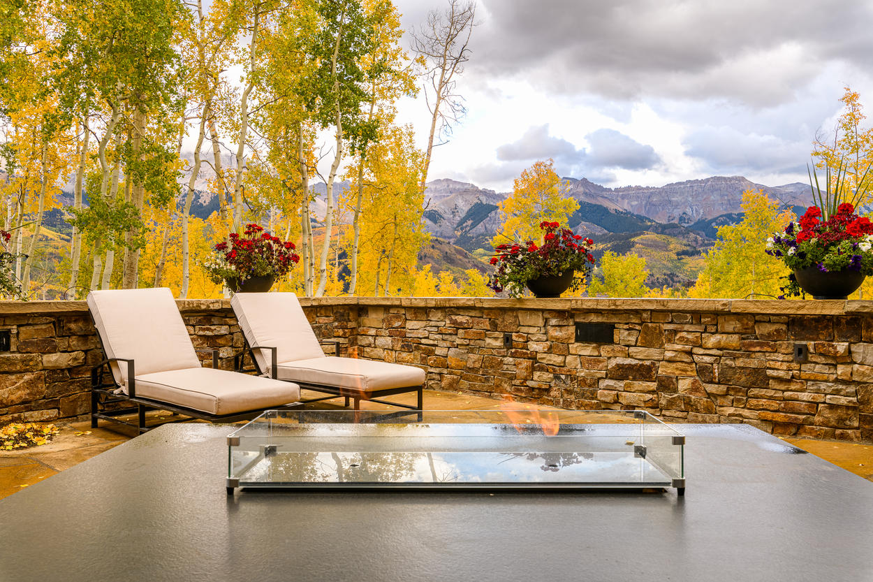 The elegant fire table is set in front of the dramatic Telluride scenery.