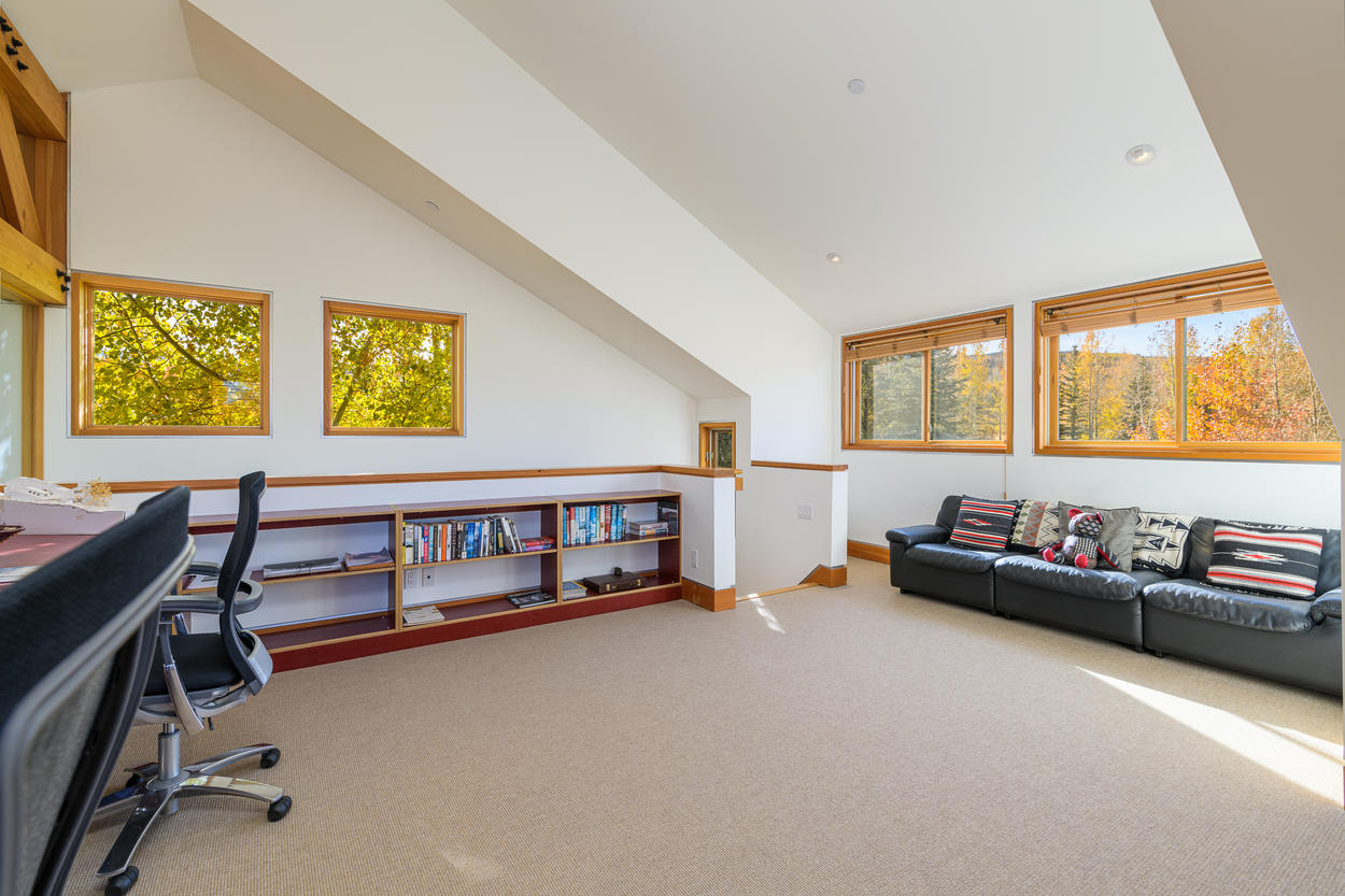 The 4th floor features an office and additional lounge space.