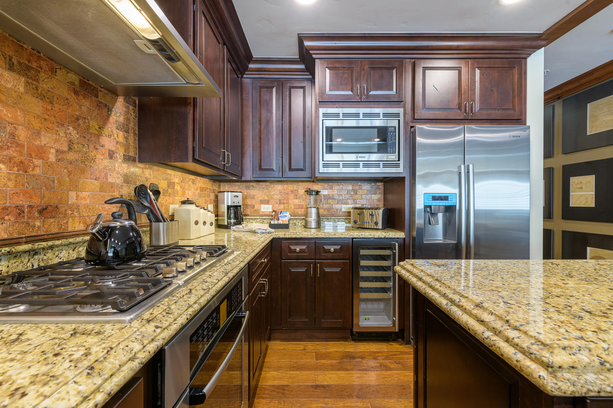Enjoy all stainless steel appliances, including a 6-burner gas stove, wine fridge, and oven.