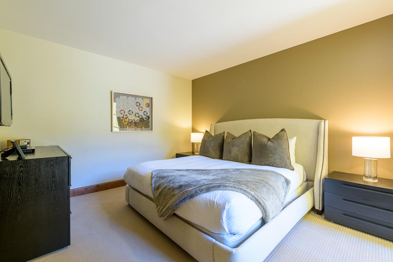 The King Guest Bedroom has a single king-size bed.