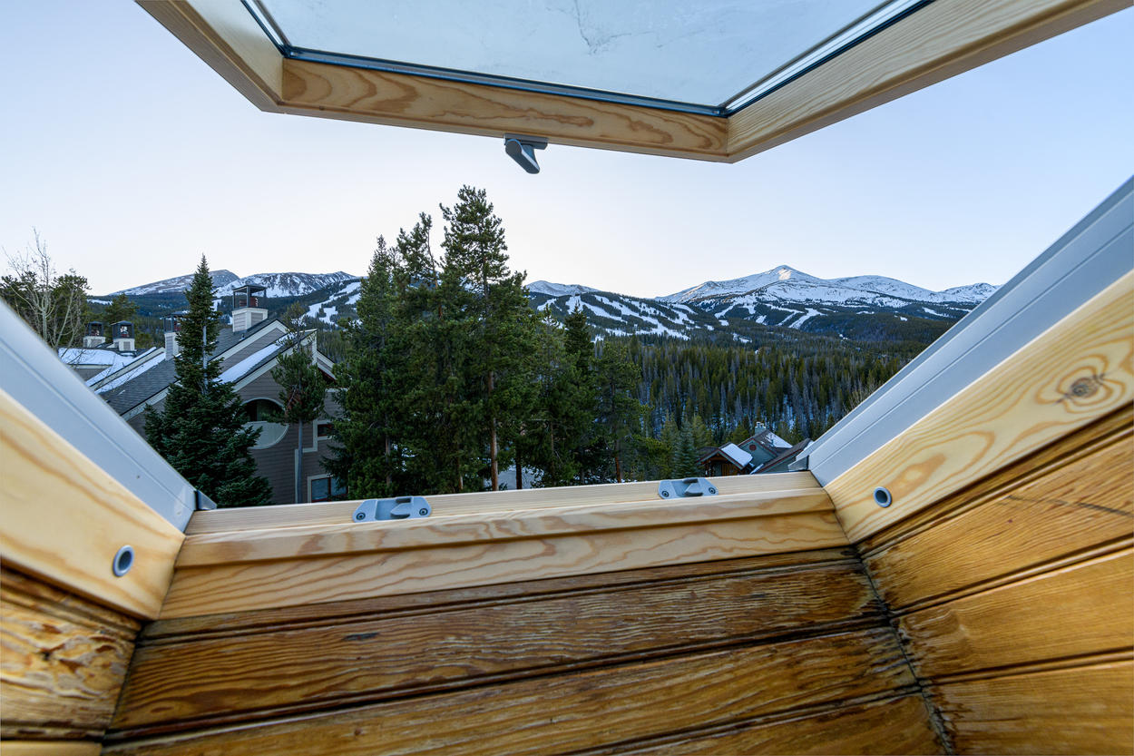 The Twin Guest Bedroom skylight can also be opened for fresh mountain air.