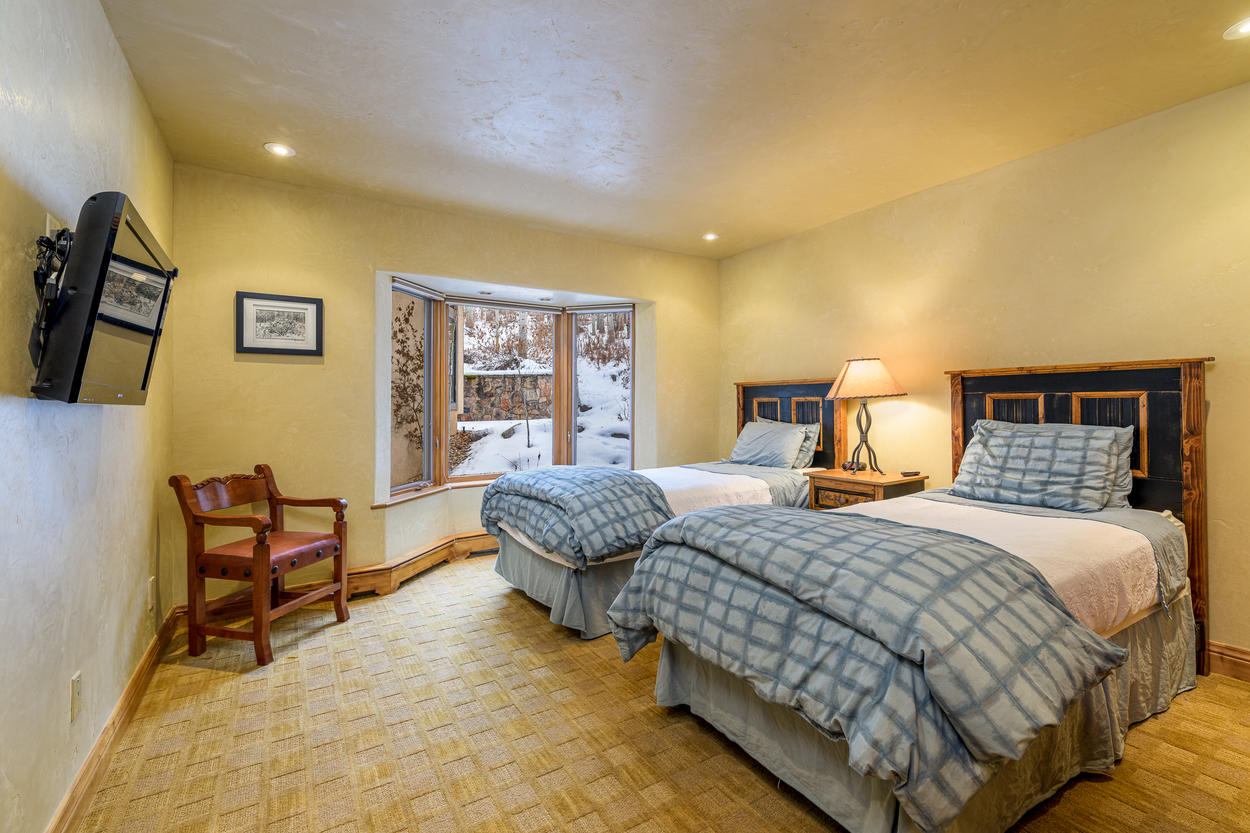 There's also a twin room on the top floor with 2 twin beds and a mounted TV.