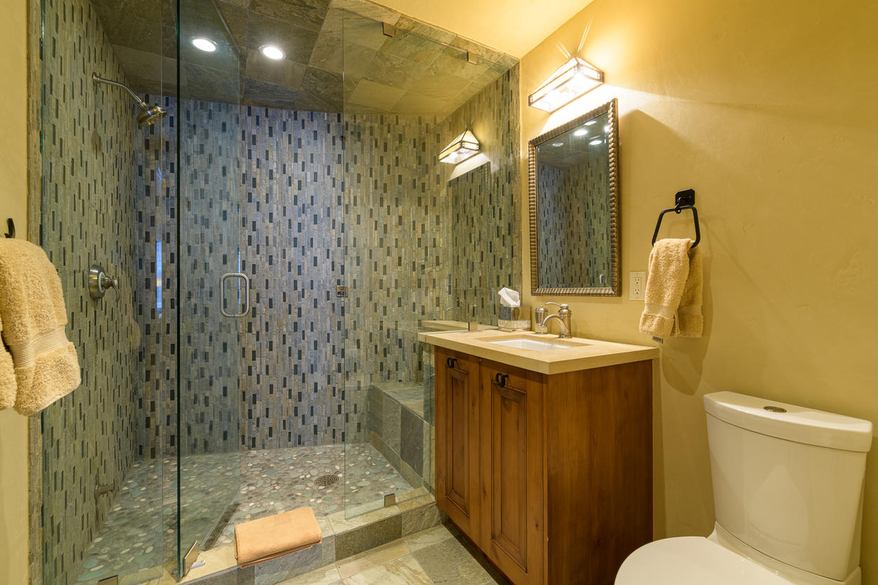 The second twin room's ensuite also has a walk-in steam shower.