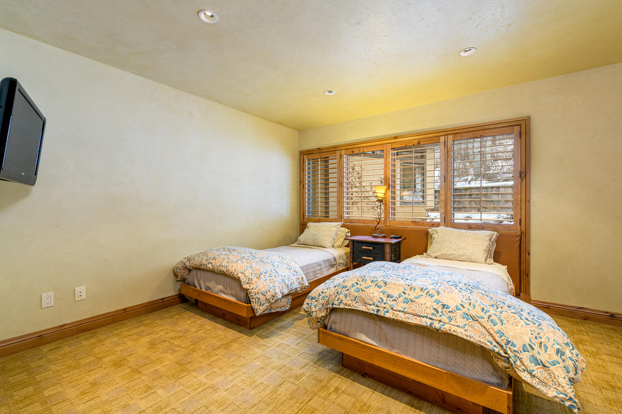 There's an additional twin room on the top floor, which also has 2 twins and a mounted TV.