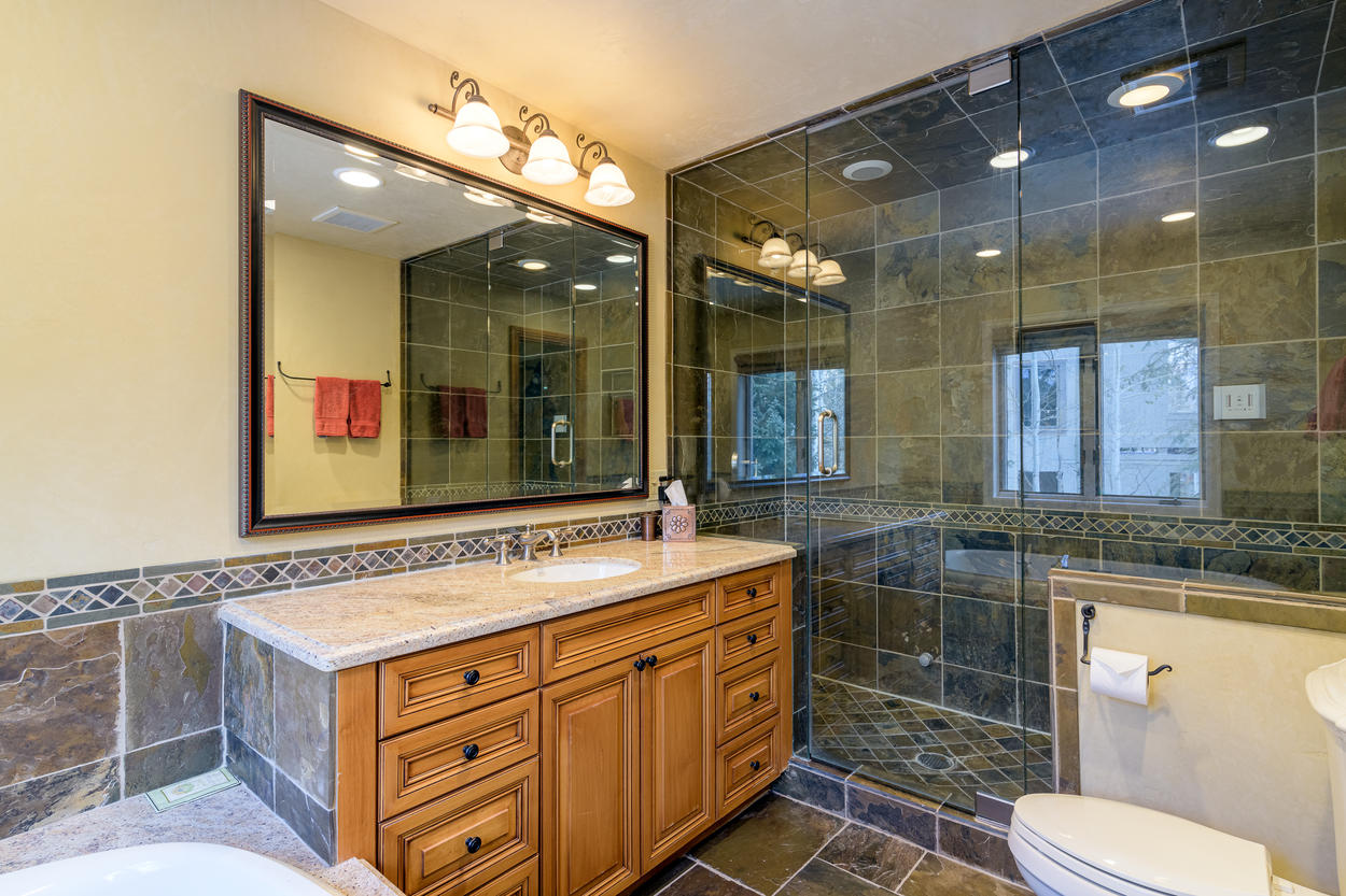 The third-floor queen ensuite also has a walk-in steam shower, as well as a jetted tub.