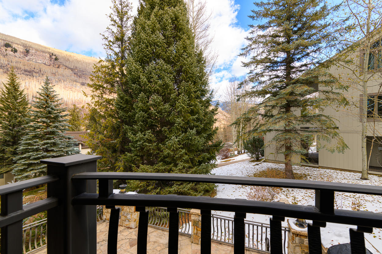 The standing balcony in the queen guest bedroom has a view of the surrounding hills.