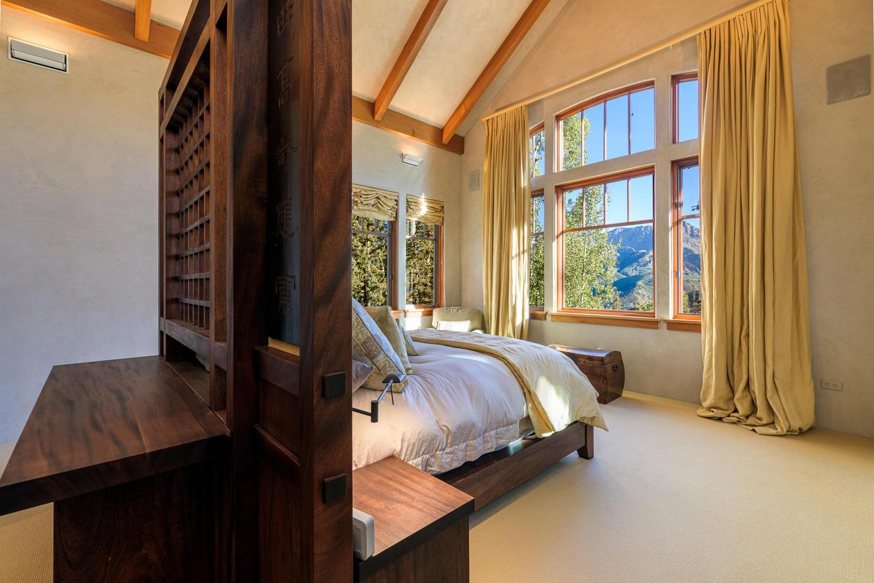Immaculate Master Built-in Zen Queen Bed with Private En suite