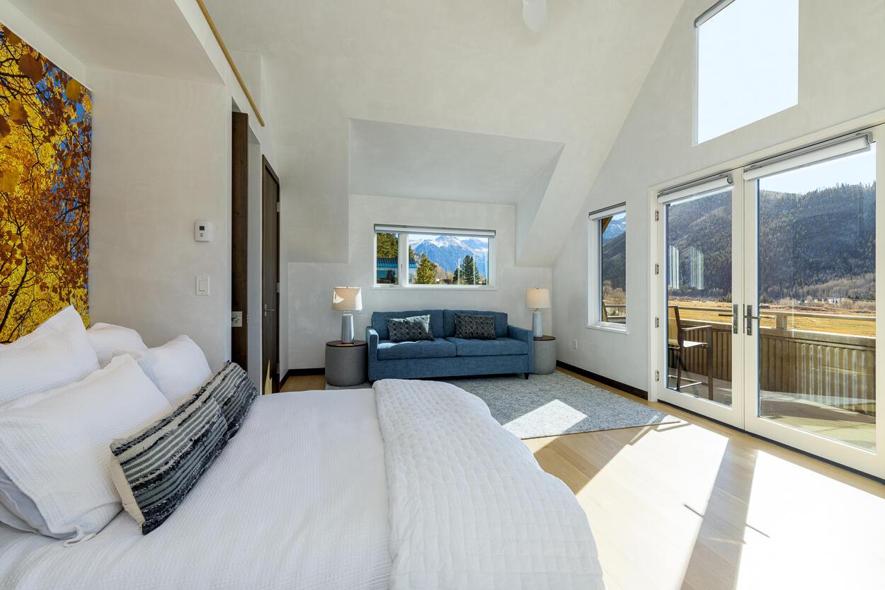 Top floor Queen Guest Suite with Office nook and Balcony
