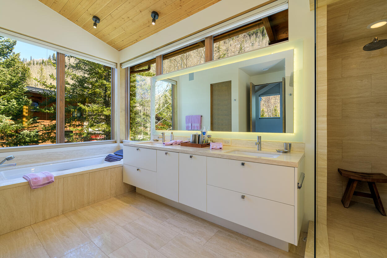 Master En-suite with jetted tub