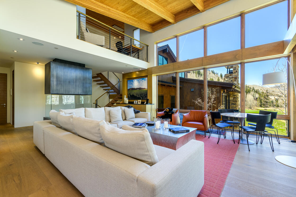 High ceiling living space, with beautiful views of the golf course neighborhood