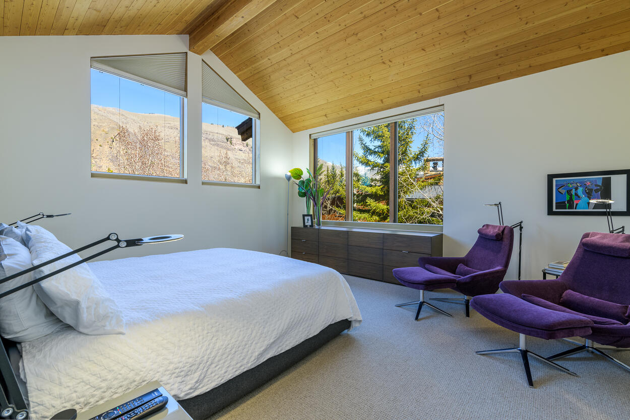 Master Bedroom with En-suite upstairs